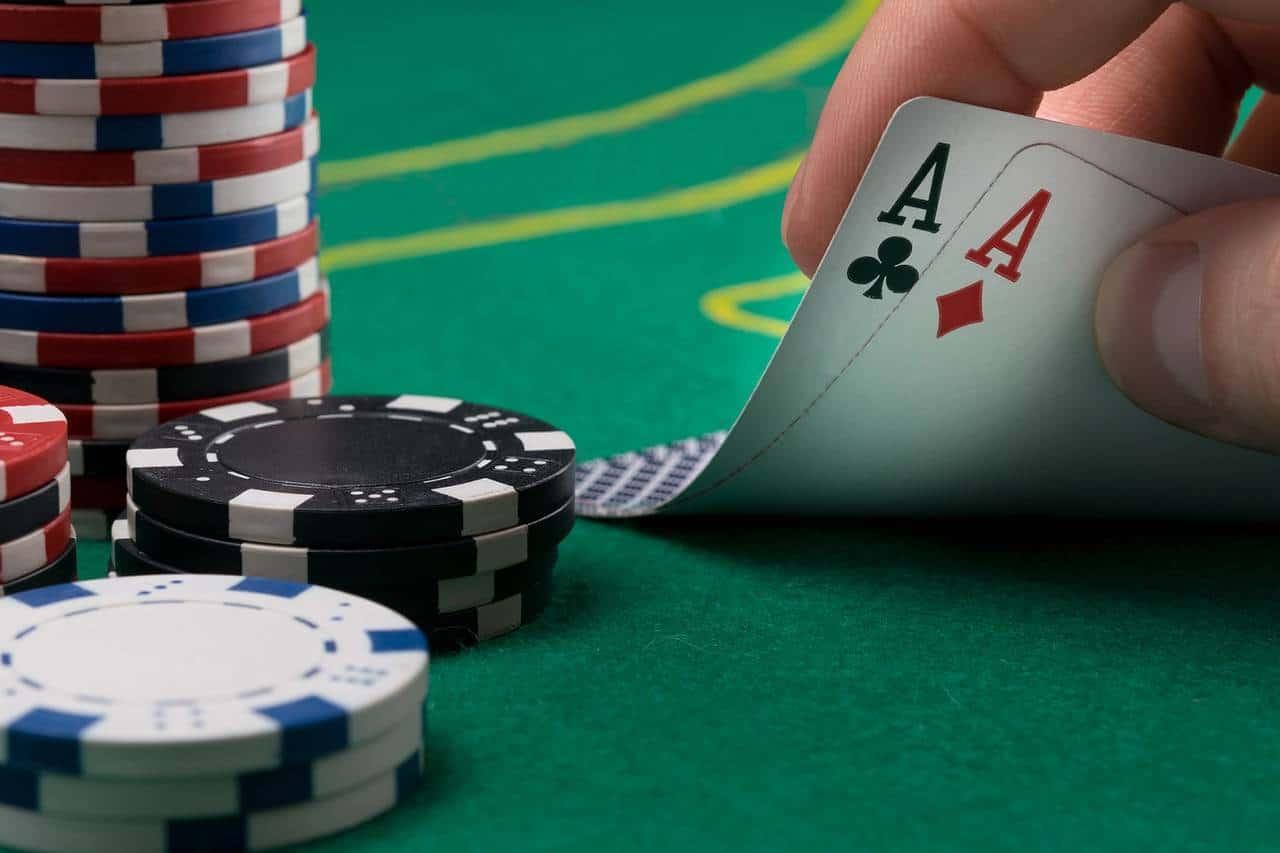 Cần học những gì trước khi chơi Poker