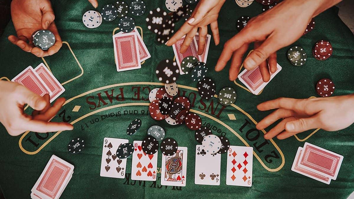 Lợi nhuận trung bình có tác động gì đến poker online?